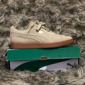 Khaki PUMA sneakers